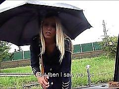 Stewardess Slutty battezzare di Courtney fa scopare in pubblico