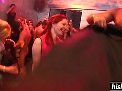 Atemberaubende Mädchen wissen, wie man Party