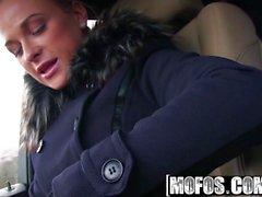 Mofos - Stranded tonåringar - Fit Hitchhiker i Nude strumpor st