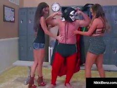 Benz de Nawty Nikki & Jessica Jaymes obtem fodido por um lutador!