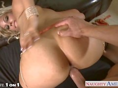 Blonde Hausfrau Bridgette B. wird in POV genagelt