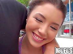 Mofos - Camarín sexy con margarita de de Summers