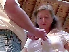 Mamá MILF alemana en medias Seduce to Fuck Public