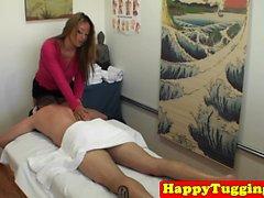 Perfect asiatique masseuse soixante ans son client