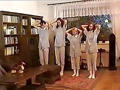 Russischen Teenager roten Ärsche gespankt auch