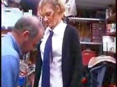 STP4 Écolière Obtient un ascenseur et guérisse Fucked!