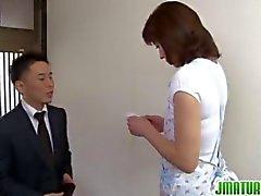Hisae von Yabe aus Japan kommt und liebt abspritzen