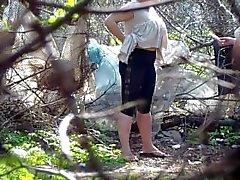 Mear en el bosque 4