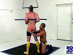 Tied Blake Daniels a Fessée et poussée par Dominique