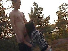 giovane coppia che fa sesso all'aperto - teensex 18anni