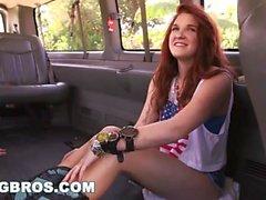 Rücksitz-Hektik mit Miranda Mills auf dem Bang Bus! (Bb13879)