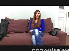Atemberaubende junge Mädchen bei ihrem ersten Casting
