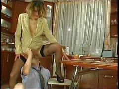 Ryska mogna Christie anal knullas i köket