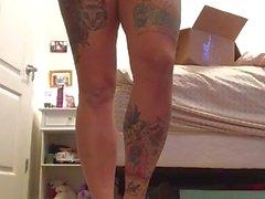 Секси татуированные подросток с проколотыми сосках