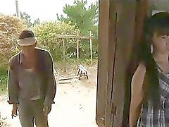 Ass penchée la jeune femme de séduire vieux mari