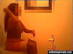 Моя мама поймали на скрытой камерой в ванной комнате