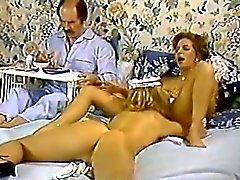 Karen Sommer Nina Hartley auf Porno klassisch Klipp mit ein