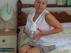 EuropeMature Granny Savana haben es selbst zu tun