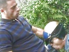 Haarig Mensch und Polizeibeamte