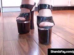 Cougar canadien Shanda Fay enculer Affichage pieds et orteils!