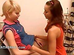 Nataschas Alice gerne liebevolle Mädchen