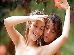 meninas bonitas na chuva