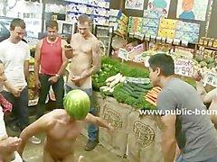 Homosexual es capturado robando la venduta y se la follan