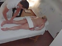 Mature Blond Brust in einem Massagesalon