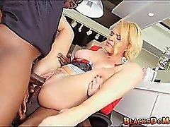 Blonde Mama bekommt doppelte Penetration auf den Job
