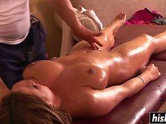 Katerine Moss wird während einer Massage gefickt