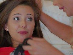 Jenna сатива показано ее милый синиц в Феникс Мари