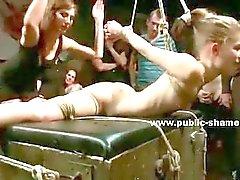 Nena Adolecente obligado desnudos en el bus y humillado la polla dura a video al aire libre sexo extremo