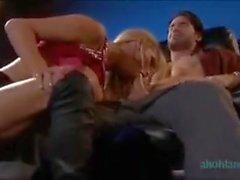 Nikki Benz folla en el cine de adultos mientras wathcing una película porno