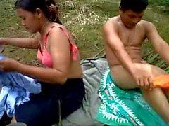 Indonesia plantaciones de palma aceitera trabajadores al aire libre cogida-www-hotcutiecam