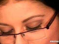 Christina Jolie toma un estudio para romper a la mierda en sus gafas