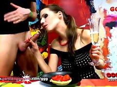 Goo Viktoria Kraliçesi için şampanya kek ve pasta