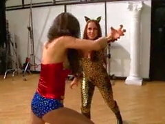 Wunder Mädchen vs Katzen-Wut