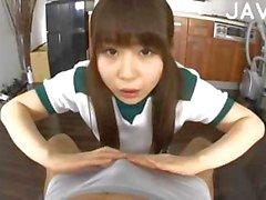 Handjob en footjob van een mooie Aziatische meisje