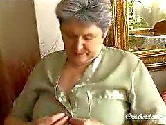 Grannies dicken Titten