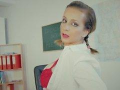 Nina Trevino preparata per la classe anale