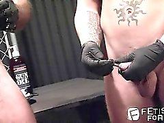 Alessio приводит Shane по мастурбации жезлом зарегистрироваться его петуха
