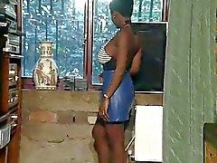 Reizvolles Basic Ebenholz Göttin Laktierende ihre grossen Brüste
