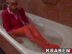 Krakenhot - BDSM Литье с Эстефани Тарраго в ванну