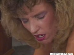 Smalltit blondi MILF Sucking Niin Vittu Fat Cock