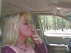 Fumar quente de MILF Blonde & Mamando Em Meia arrastão e saltos