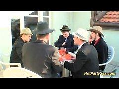 Bukkake orgy em nosso último jogo de poker