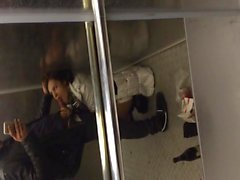 Blowjob im Aufzug