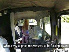 Blonde anal puta aficionado follada en a un taxi