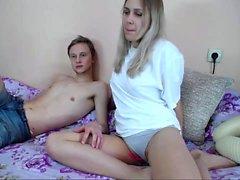 Amateur Blonde Teen Finger ihre Muschi auf Webcam