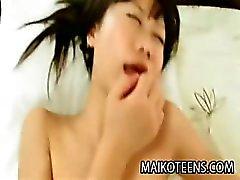 Japanse Teen Yuka Kojima krijgt haar kutje geplaagd